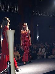 pokaz mody suknie wieczorowe