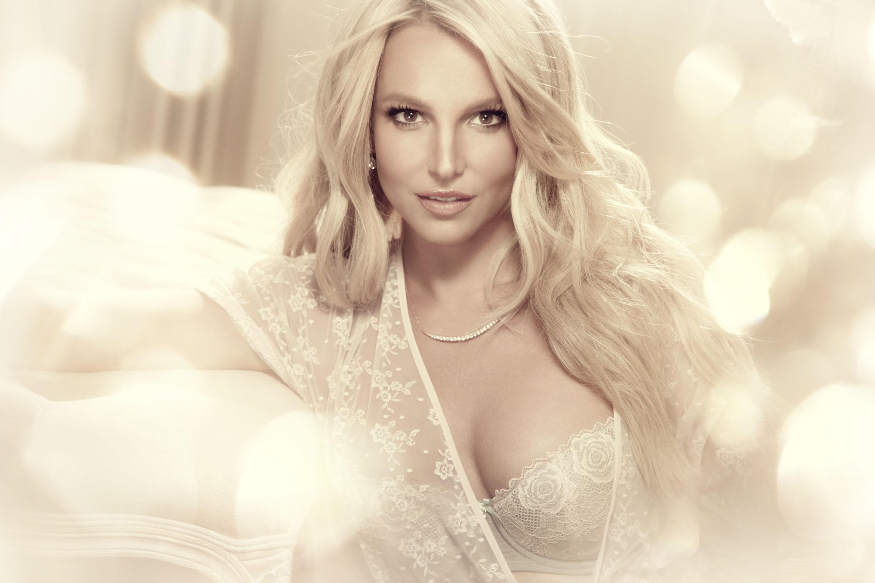 Britney Spears_Gatta (2)