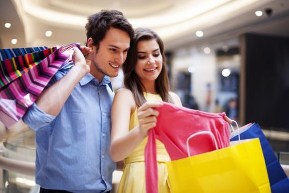 Kobiety na internetowych zakupach Moda, LIFESTYLE - Najnowsza analiza aktywności zakupowej Polaków w internecie dostarcza bardzo ciekawych wyników. Kobiety wykonują 68 procent wszystkich transakcji związanych z odzieżą.