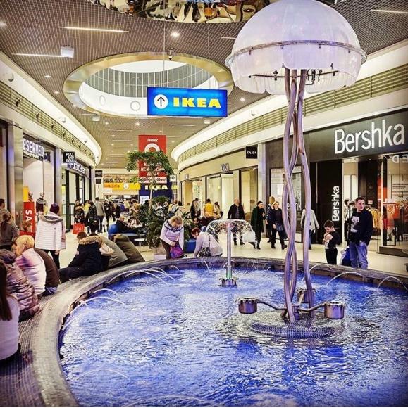 """Modowe zakupy z rabatami w Porcie Łódź Moda, LIFESTYLE - W powietrzu powoli czuć już wiosnę, która zbliża się do nas wielkimi krokami. Czas zatem zrzucić zimowe ubrania i rozejrzeć się za lżejszą garderobą. Na wiosenne zakupy Port Łódź zaprasza do Centrum szczególnie podczas akcji promocyjnej """"Szczęśliwa 13 – tka""""."""