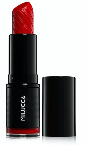 Czerwone szminki idealne na Walentynki, dostępne w Super-Pharm Uroda, LIFESTYLE - Bordowe, krwistoczerwone lub malinowe usta świetnie sprawdzą się nie tylko jako dopełnienie walentynkowego makijażu, lecz także forma prezentu dla ukochanej osoby. Super-Pharm radzi, jak dobrać idealny odcień czerwonej szminki do stylizacji.
